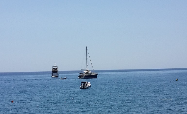 Villa-Nostos-boats-at-Mirtos