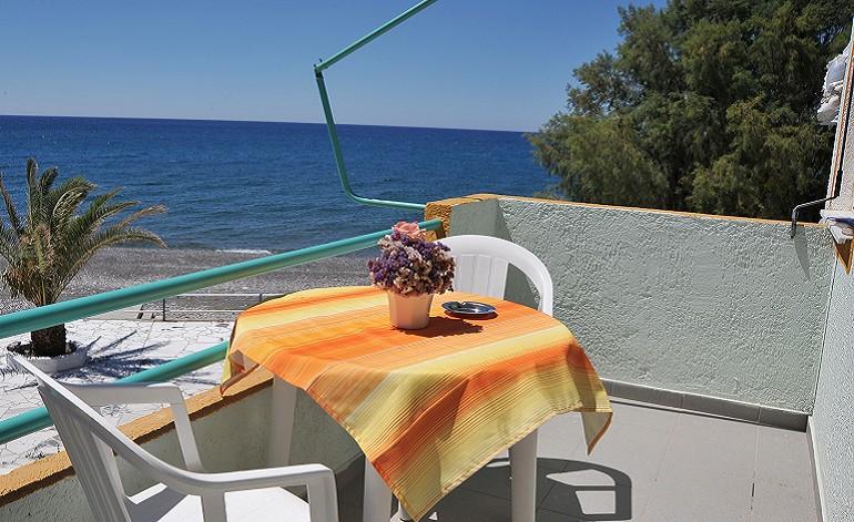 balcony-seaside